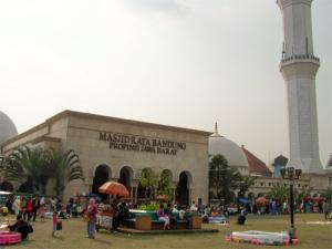 Masjid Raya Bandung, ramai dengan berbagai kegiatan